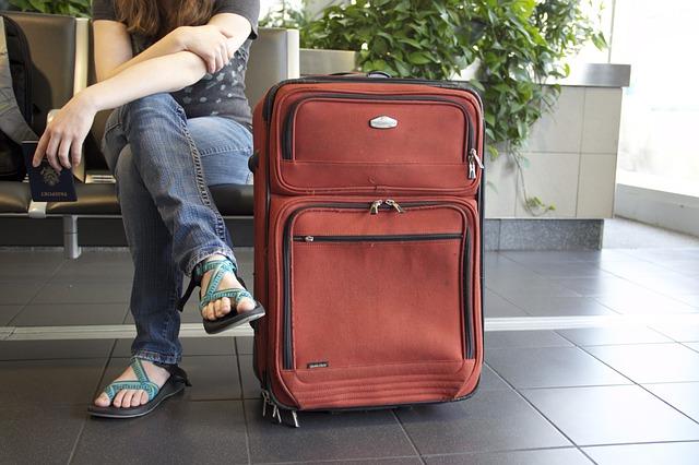 как выбрать чемодан из текстиля